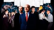 Enron: The Smartest Guys in the Room. Documentário americano de 2005, dirigido por Alex Gibney. Um estudo sobre um dos maiores escândalos corporativos da história dos Estados Unidos, em que executivos da Enron, a 7ª maior companhia do país, fugiram com bilhões de dólares e deixaram acionistas e investidores sem um único tostão. Através de depoimentos e gravações é mostrada como funcionava a hierarquia interna na Enron. Quem acompanhou de longe a falência da Enron pode encontrar no documentário Enron - Os mais espertos da sala (Enron: The smartest guys in the room, 2005) um bom passo-a-passo do caso. Quem já conhece todos os pormenores das fraudes contábeis, da valorização da companhia na Bolsa, das patifarias de distribuição de energia, ainda assim pode se estarrecer com o filme de Alex Gibney.
