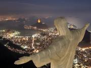 """O vídeo """"Brazil is modernity"""" apresenta o panorama de um Brasil próspero economicamente, mostrando resumidamente os setores do país que tem grande potencial para nos levar ao primeiro mundo. Agronegócio, energias renováveis, indústria aeroespacial, pesquisas nos campos da química e biologia, mineração e petróleo! Breve vídeo de campanha do governo (VisitBrasil, 2010) para incentivar que o mundo visite o Brasil , com imagens destacando a economia e o turismo do nosso gigante país."""