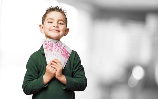 criança-feliz-dinheiro-mesada-educação-financeira-vmf